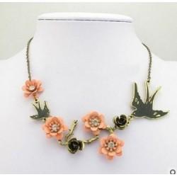 Collier romantique fleurs...